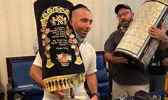 Famous Israeli singer Omar Adam dances with Torah scroll in Dubai