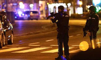Terrorist still at large in Vienna after five killed in shooting attacks