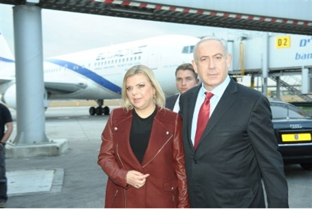 Netanyhau and his wife Sara make their way to