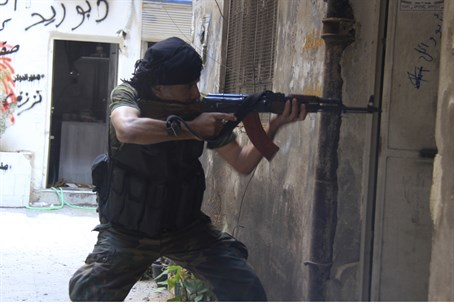 Syrian rebel fighter in Yarmouk (file)