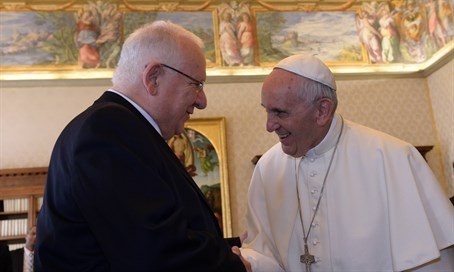 President Reuven Rivlin meets Pope Francis at the Vatican