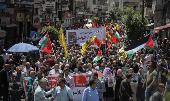 Anti-Israel demonstrators rally in Ramallah