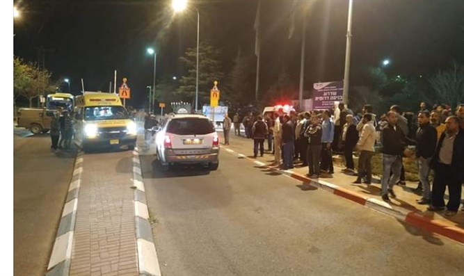 Injured Arab treated at the entrance to Efrat