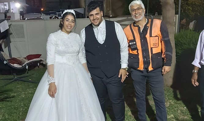 Yoav Shemaryahu joins the newlyweds