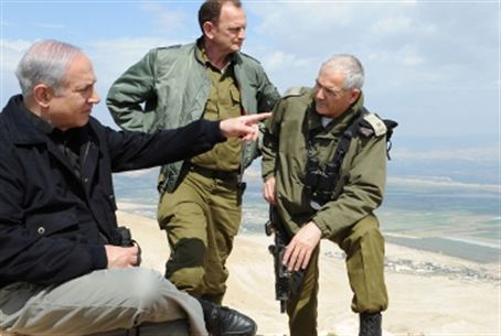 PM, IDF officers tour Jordan Valley (file)