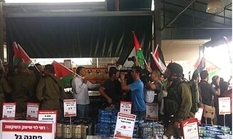 PA Arabs Riot at Jewish-Owned Market in Samaria