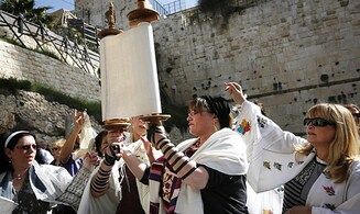 'Women of the Wall' convenes shofar ceremony
