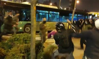 Watch: Police brutally beat right-wing protesters in Jerusalem
