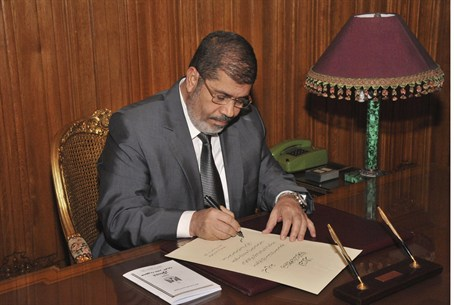 Morsi signs new constitution into law