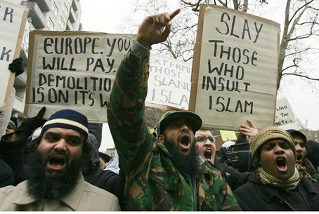 Islamist rioters in Europe (file)