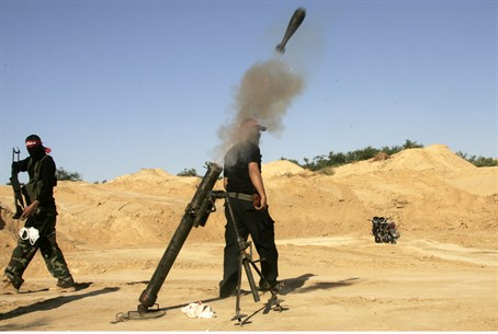 Gaza terrorists fire mortar shells (file)