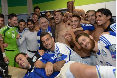 Binyamin Netanyahu with Israel national team