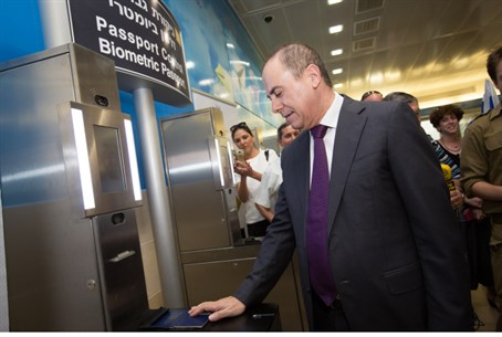 Silvan Shalom uses new biometric passport system