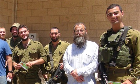 Baruch Marzel with soldiers in Hevron