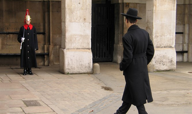 Member of Household Cavalry on duty and Jewish visitor