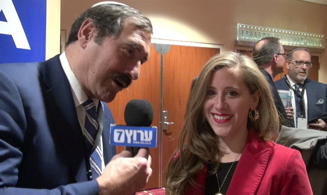 Dr. Joe Frager speaks with Congress candidate Naomi Levin