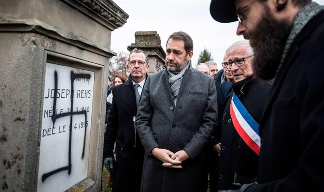 French officials with Rabbi Weil at cemetery