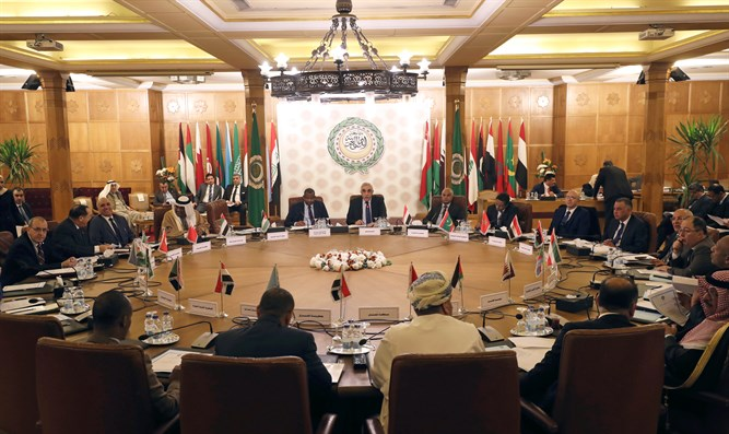 Permanent representatives of the Arab League take part in an emergency meeting (archive)