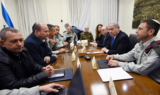 Bennett and Netanyahu assessing the security situation in the Kirya
