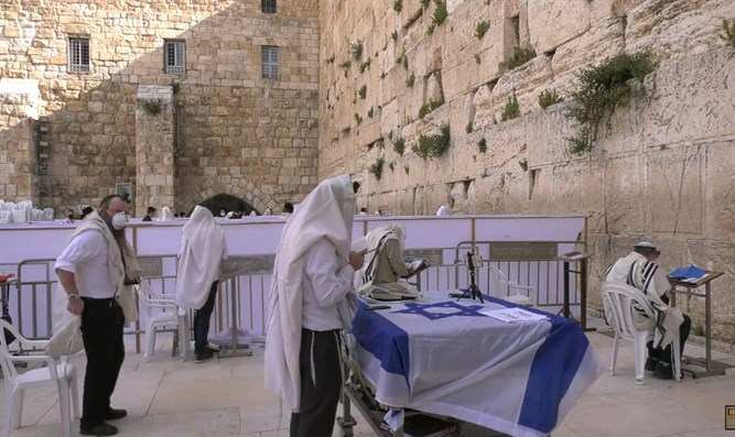 Independence Day prayers at Western Wall