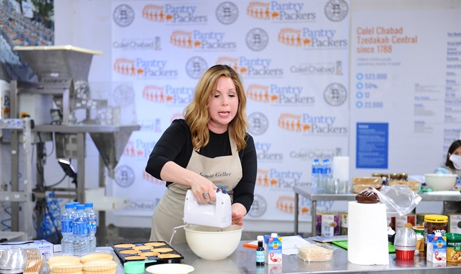 Celebrity Chef Jamie Geller demonstrates making the perfect cheesecake