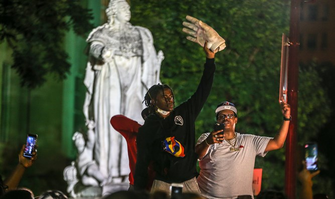 Protester holds up hand torn from King Louis XVI statue